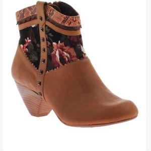 NIB Poetic Licence All A Glow Ankle Boot Size 9